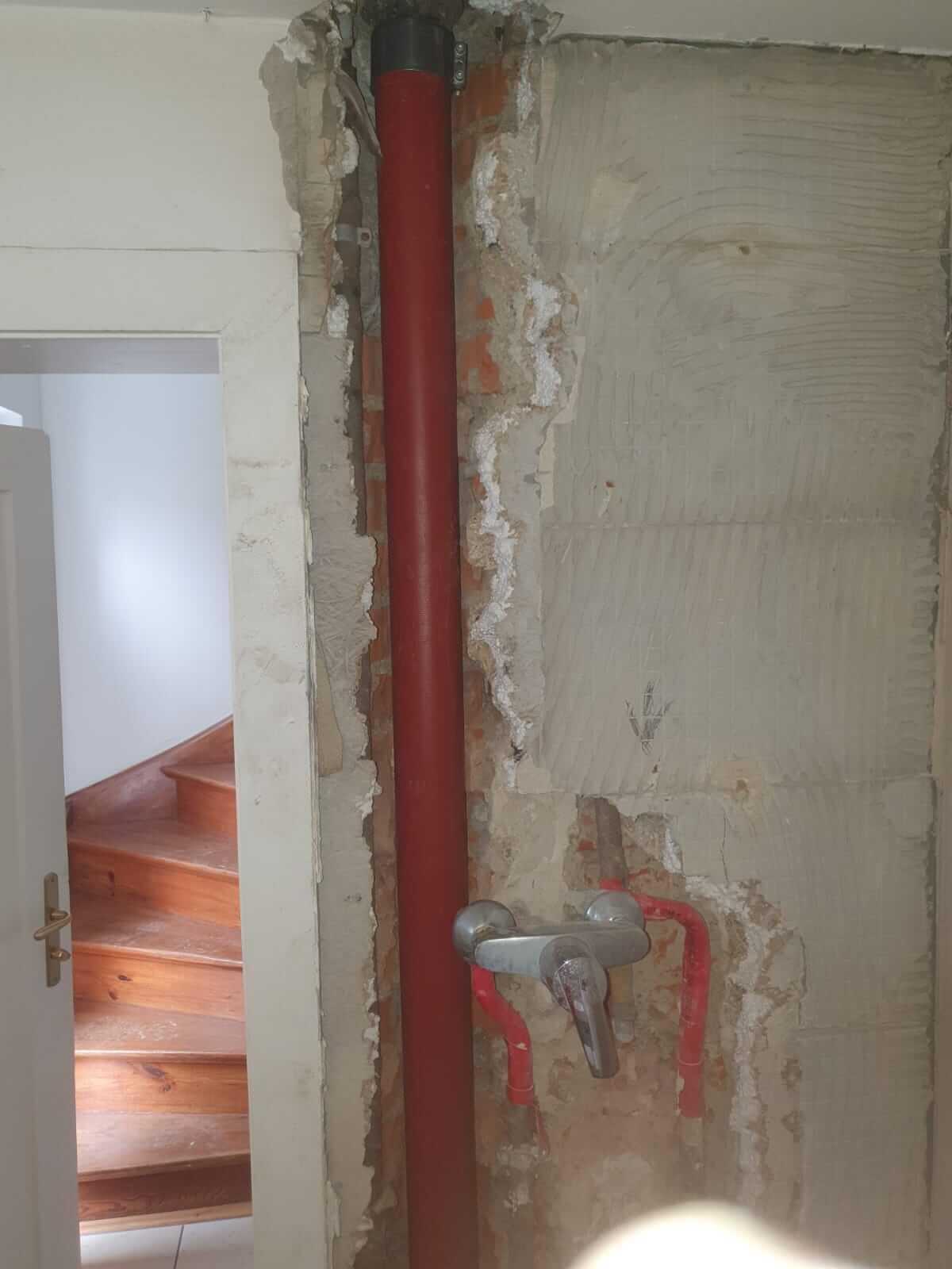 Moosach Rohr neu in Wand